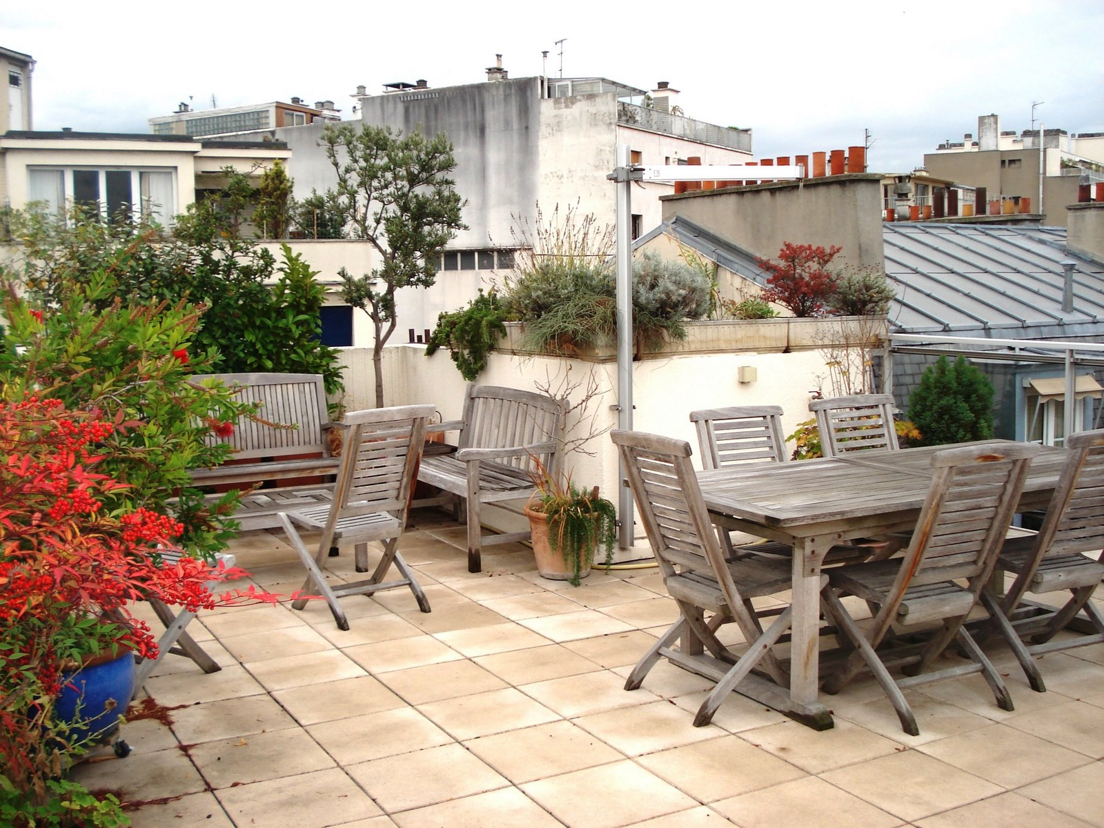 appartement paris 16 me passy appartement au dernier tage avec terrasse et balcon vue tour. Black Bedroom Furniture Sets. Home Design Ideas