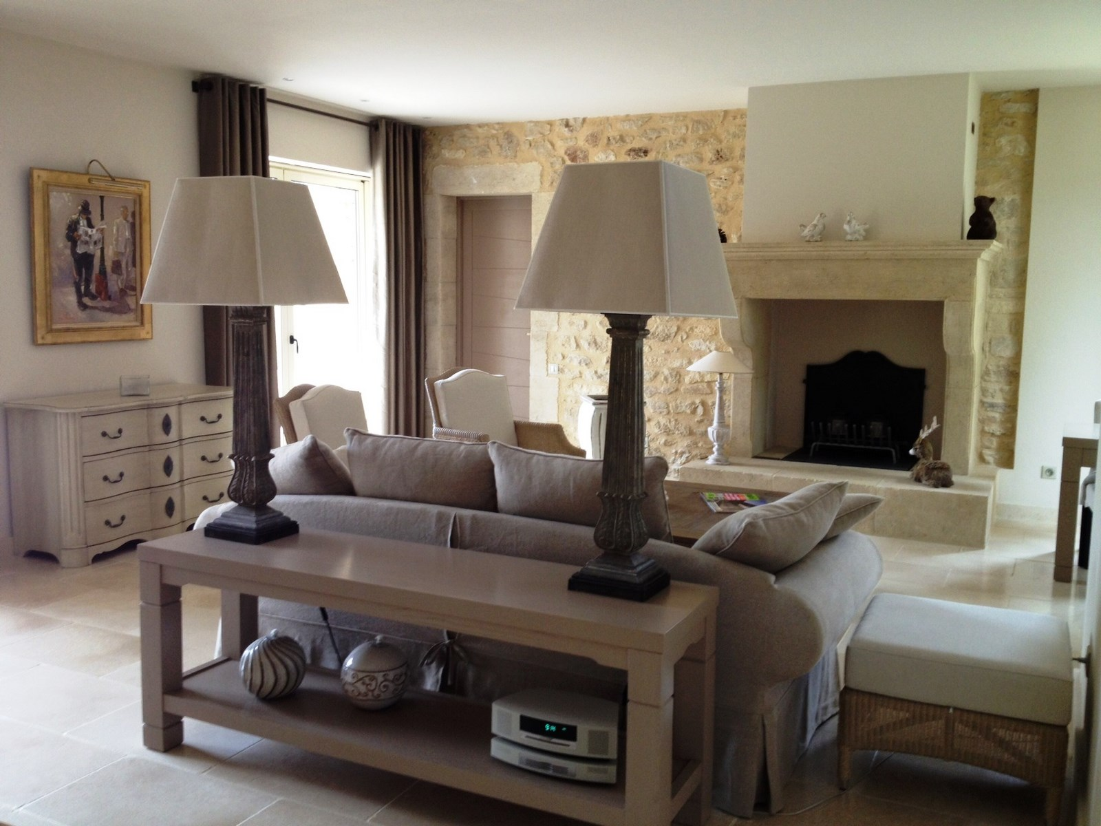 maison contemporaine lacoste luberon villa de prestige en pierre avec vue sur le luberon ventes. Black Bedroom Furniture Sets. Home Design Ideas