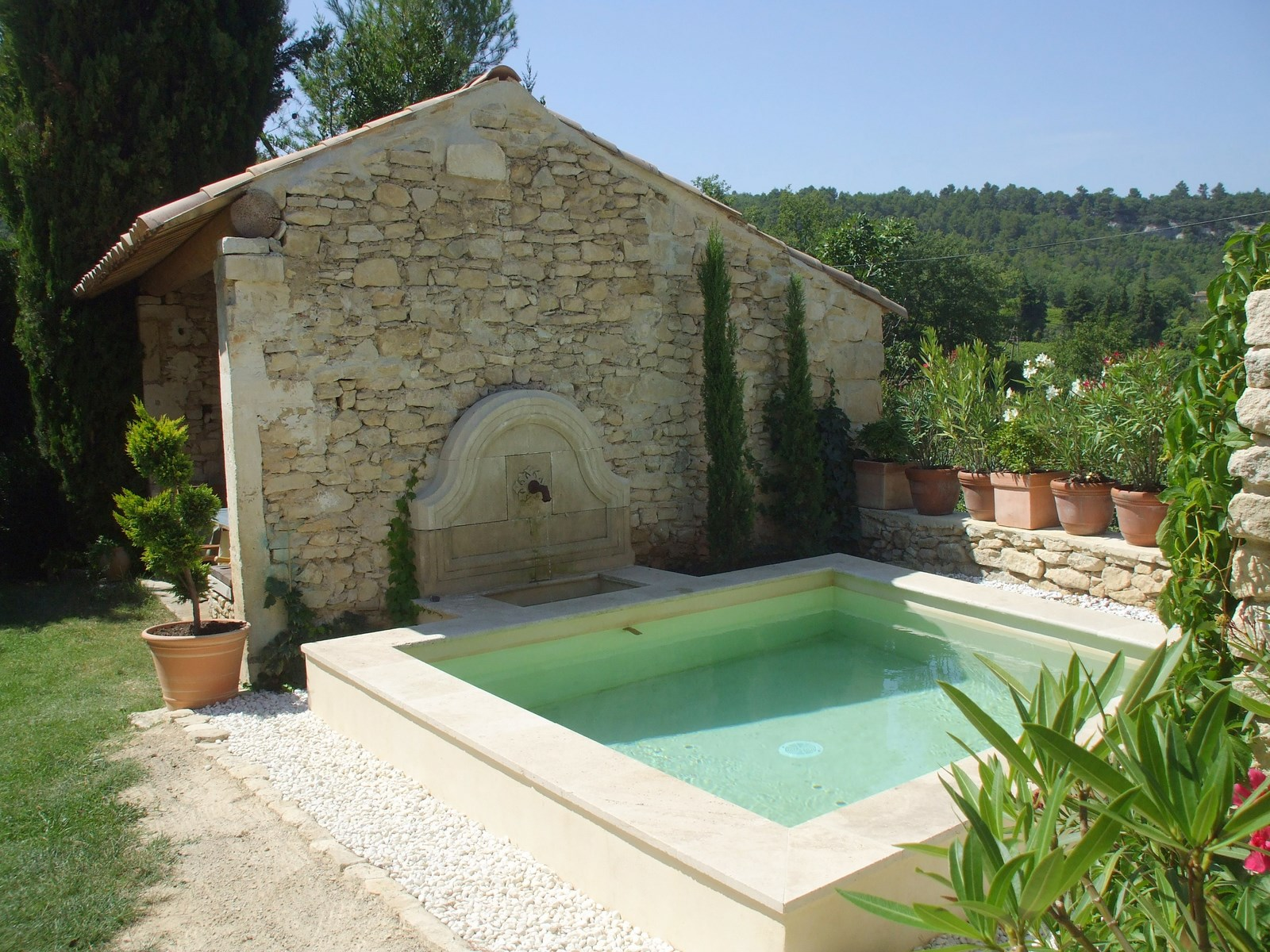 Maison en pierre goult parc naturel r gional du luberon for Bassin naturel piscine