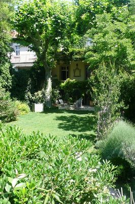 Mansion Avignon Fully renovated 1920 private hotel in stone with garden, pool and garage